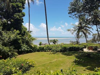 Casa de praia à beira-mar, Moreré (Boipeba,Cairu).