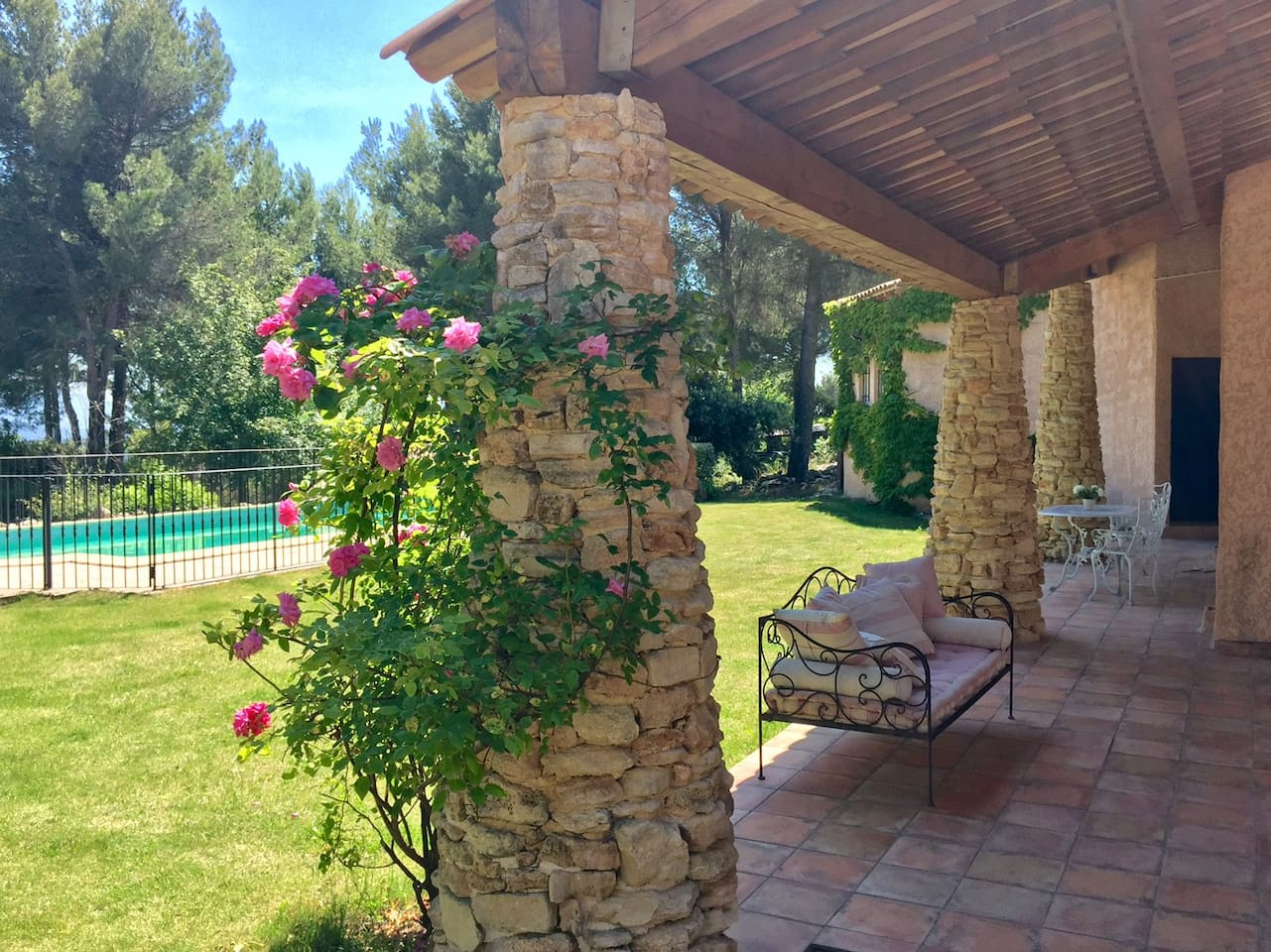 Private terrace with the view over the swimming pool and the Sainte Victoire mountain