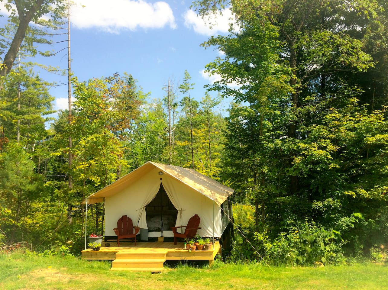 GLAMP THOMAS ON PRETTY ADIRONDACK FARM