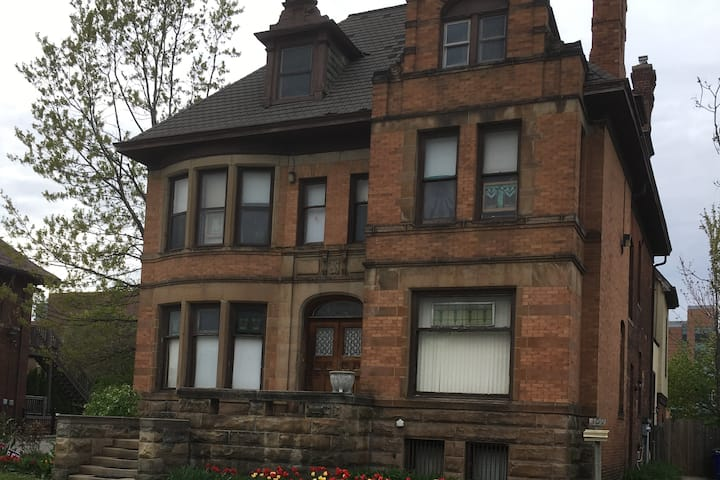 Historic Brush Park Loft Apartment