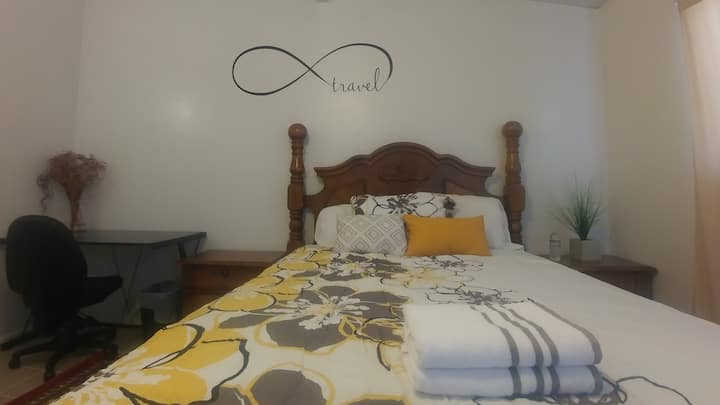 ★★★★★ Bedroom w/Private Bathroom. Near Airport!