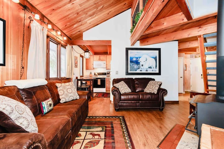 ★ Whitefish's |#❶ Getaway | Sleeps 5 ★ Hot Tub ★