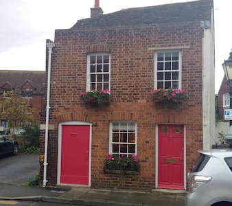 Wish Ward Cottage (Centre of Rye) 4 plus 2