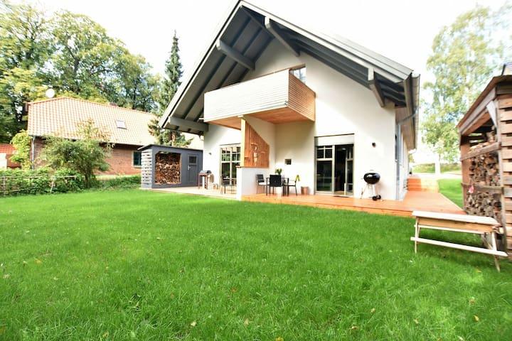 Individuale e affascinante - appartamento con camino, terrazza e giardino