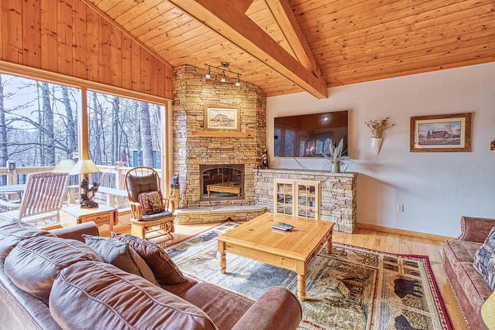 Eagle's View 2, 3 Bedrooms, Hot Tub, Fireplace, Pool Table, WiFi, Sleeps 8