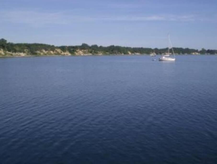 Blick vom Boot in die Bucht