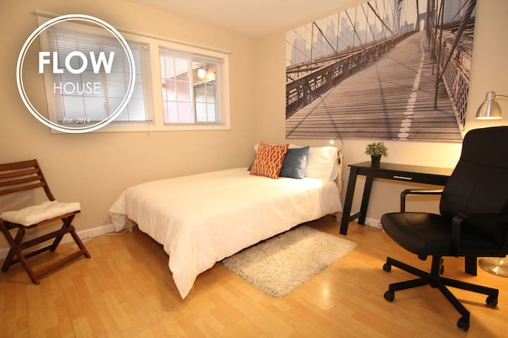 FLOW HOUSE ROOMS: Director's Hideout - Sunnyvale