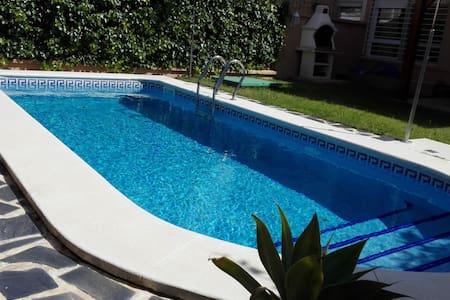 casa con piscina. - Área Metropolitana de Sevilla - Casa adossada