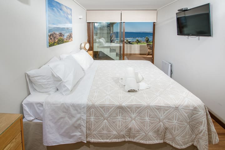 Surfers Paradise - 1BR, Private Roof & Ocean View