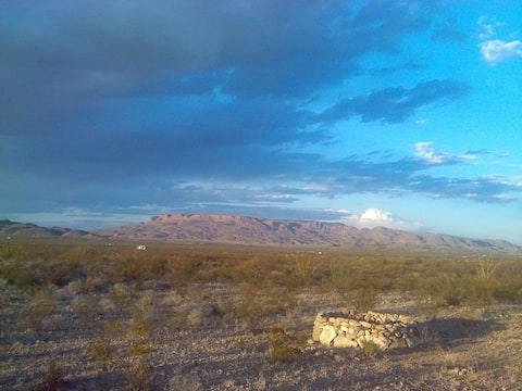 Terlingua Roadrunner Ranch: Off-Grid Cabin