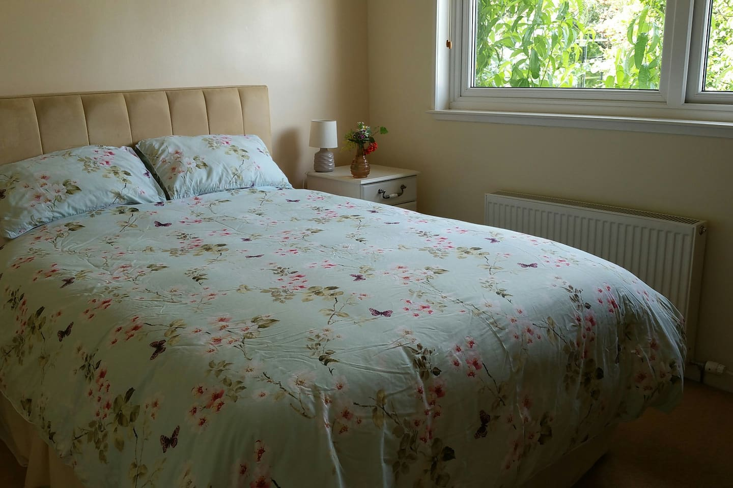 Our kingsize Orchard Room with the peach tree outside the window...