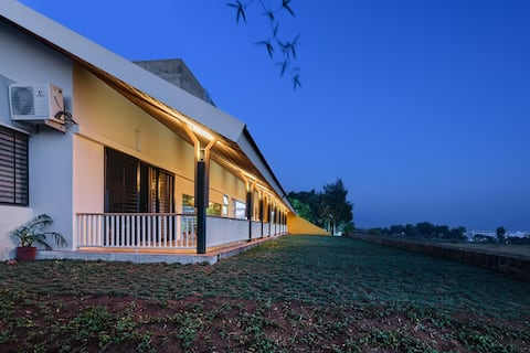 Vihang Farmhouse: Florican Room