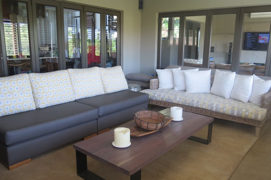 Built-in Braai and lounge area