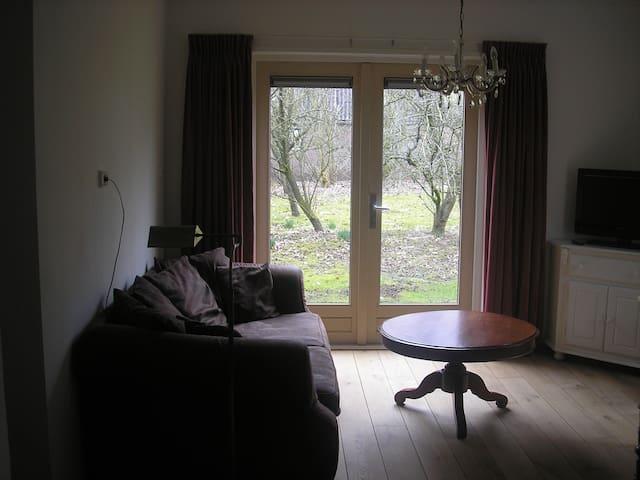 Koetshuis vrijstaand sfeervol - Luinjeberd