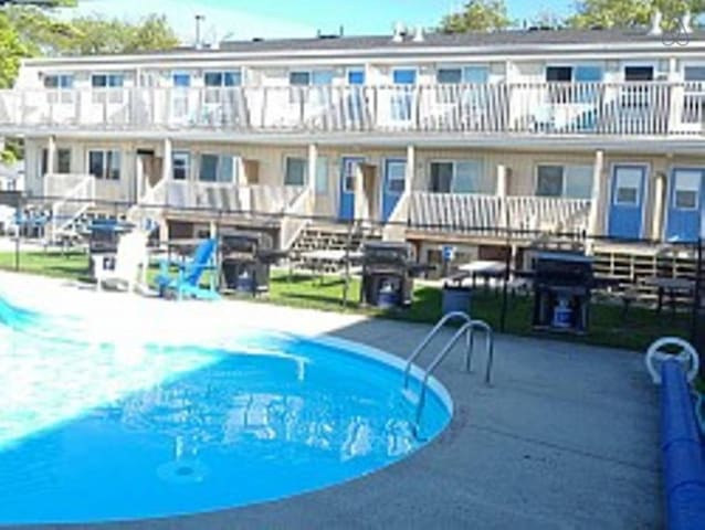Bayfront Beach 1A | Wasaga Beachfront Pool