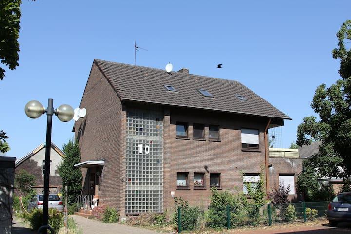 Wohnen - mit Hund - in Neukirchen-Vluyn - Neukirchen-Vluyn - House
