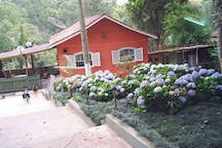Casa de campo num cenário encantador - Embu - Cottage