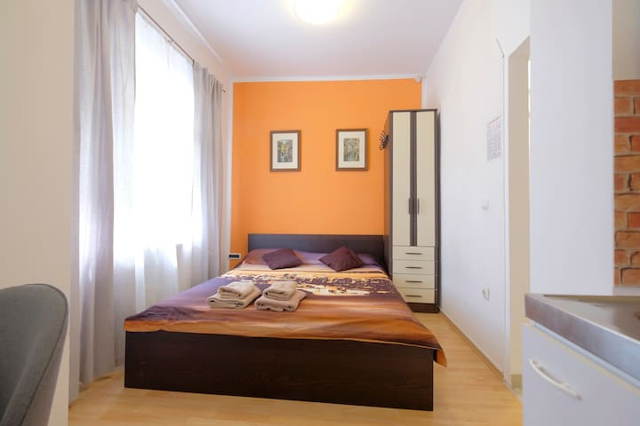 Cosy studio for two in central area near the park
