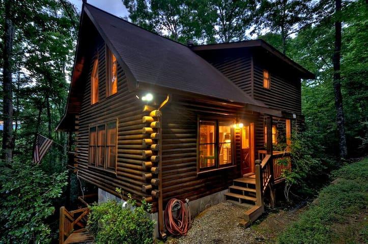 Astonishing 2 bedroom, 2 bath Mountain Cabin with Hot Tub and Flat Screens.   2 Bedroom, 2 Bathroom