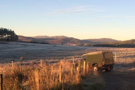 Leonard the Land Rover - Edinburgh - Bobil