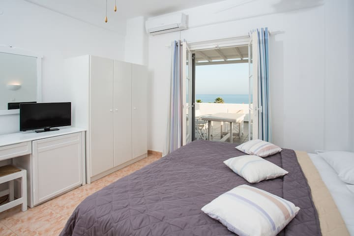 Golden Beach studio with sea view - Paros - Appartamento