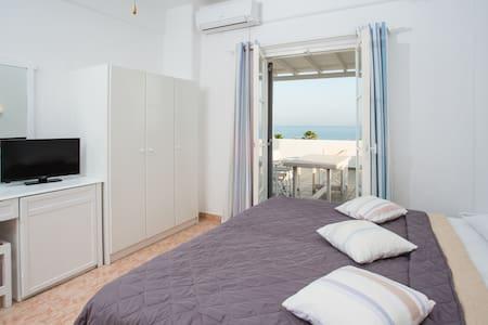 Golden Beach studio with sea view - 帕罗斯岛 - 公寓
