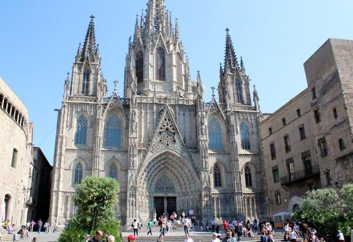 Room in the city center (Gothic,Rambla,Catedral)