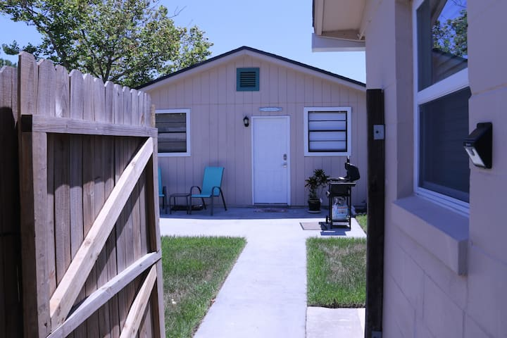 Beachy Guest Cottage!! - Jacksonville Beach