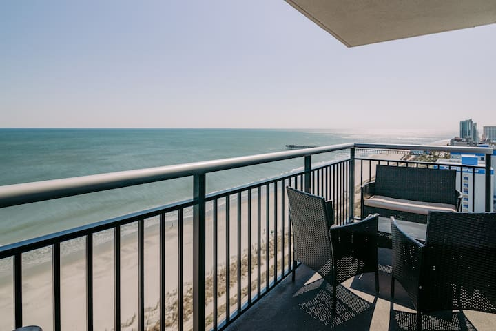 3BR/3BA Oceanfront Corner unit On Boardwalk