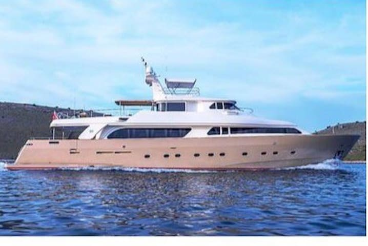 Luxurious Yacht for privacy, seclusion, safety