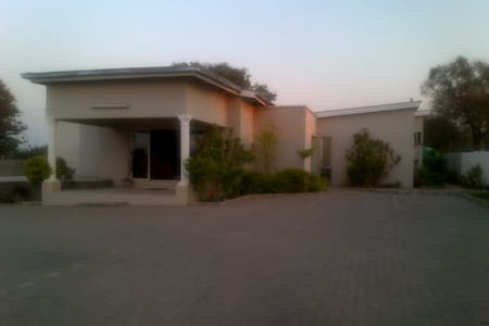 Confort Palace Guest Lodging Rooms - Chobe - Bed & Breakfast