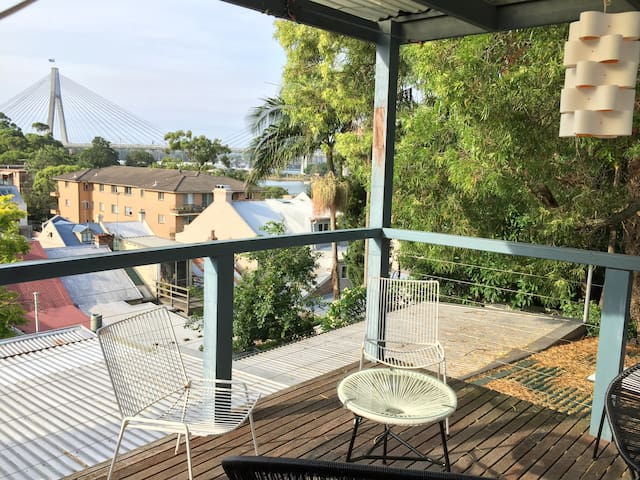 Glebe Treetop Cottage. Just 200m from the harbour!