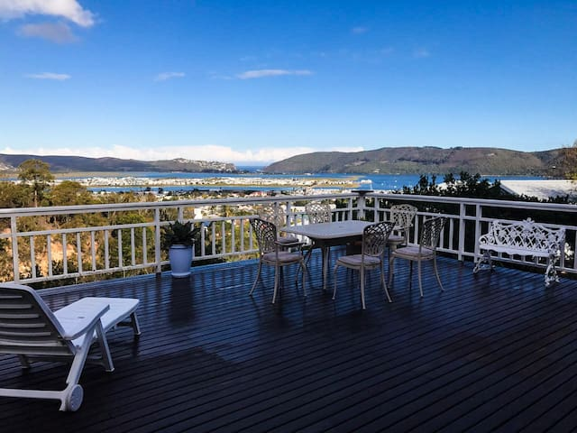 Stunning Knysna Home with the most amazing views