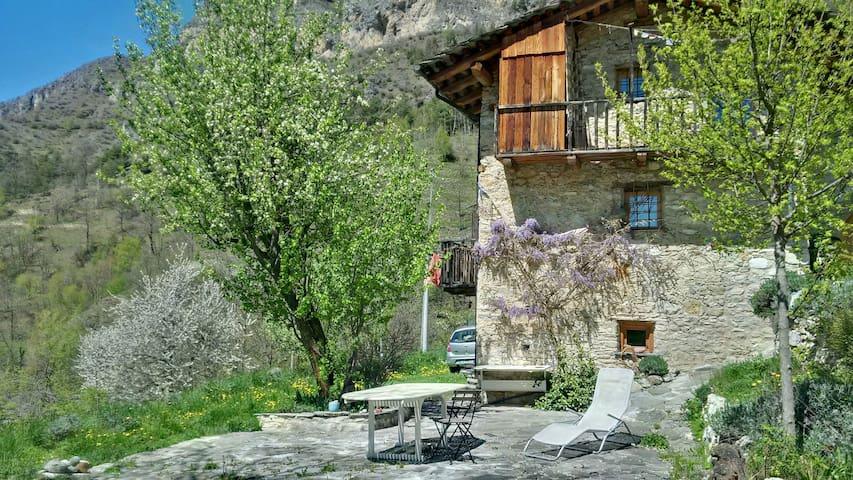 La natura dolce e selvaggia della Valle Maira - Camoglieres - Maison