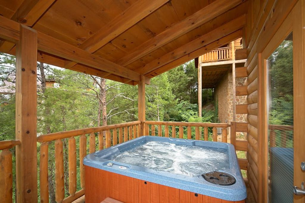 And relax… - The hot tub on the spacious rear deck lets you gaze out at lush woodlands while you luxuriate among the steamy bubbl