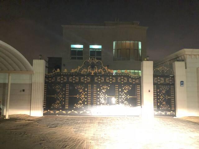 Entire place in luxury villa MBZ, Abu Dhabi