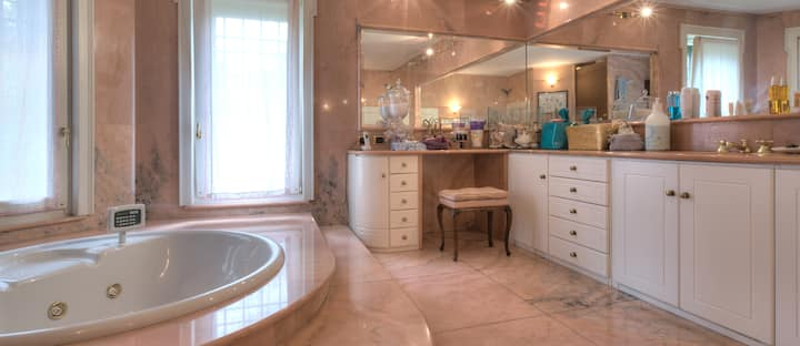 Suite Rubino di villa Diletta luxury B&B