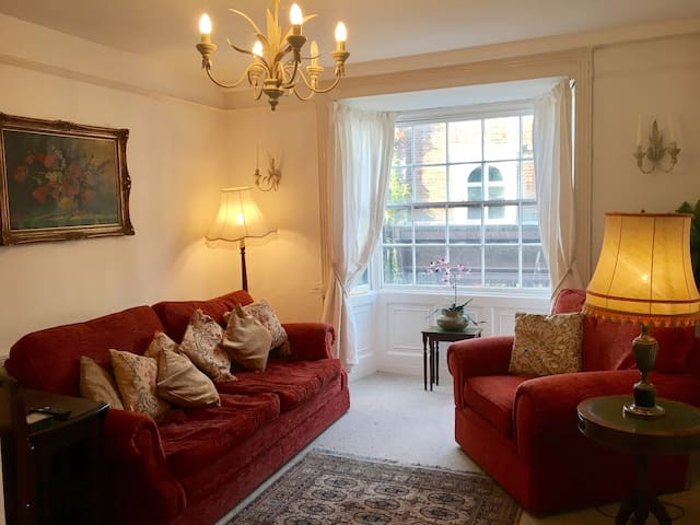 Bright comfortable Flat in the centre of Rye