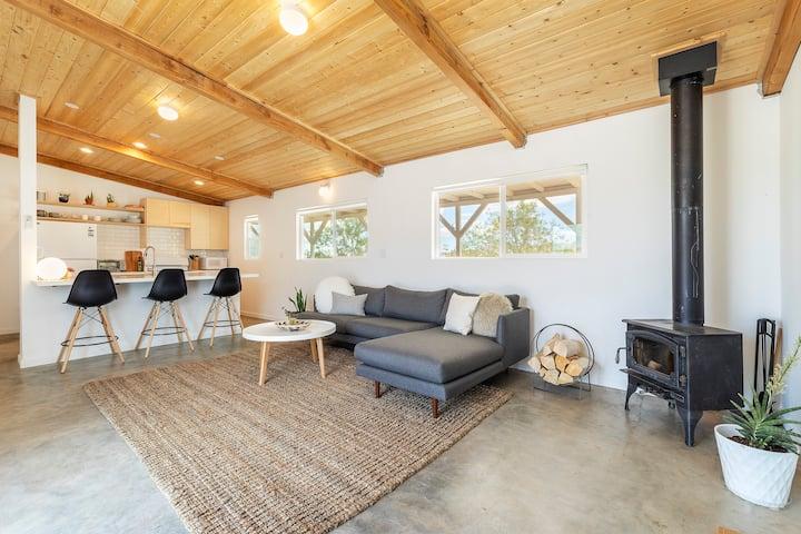 Cottontail Cabin ~ 5-acre retreat in Joshua Tree