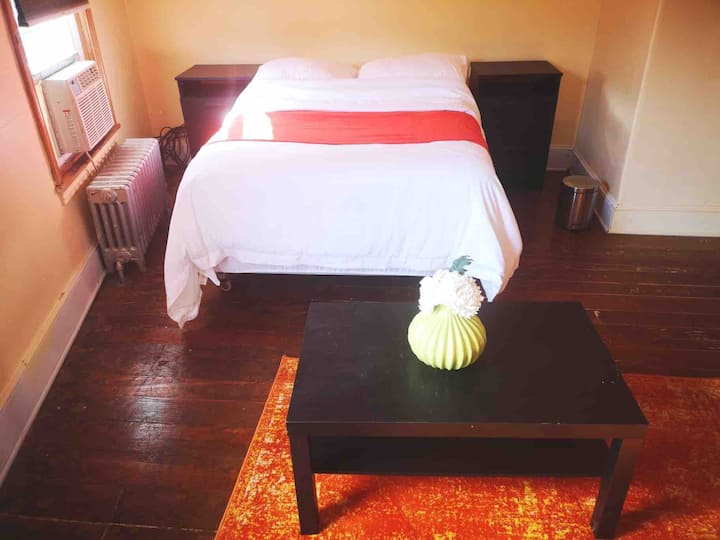 Master Bedroom with High-speed Wi-Fi in Manayunk