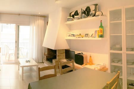 2 min walk to the Beach (parking) - Appartement