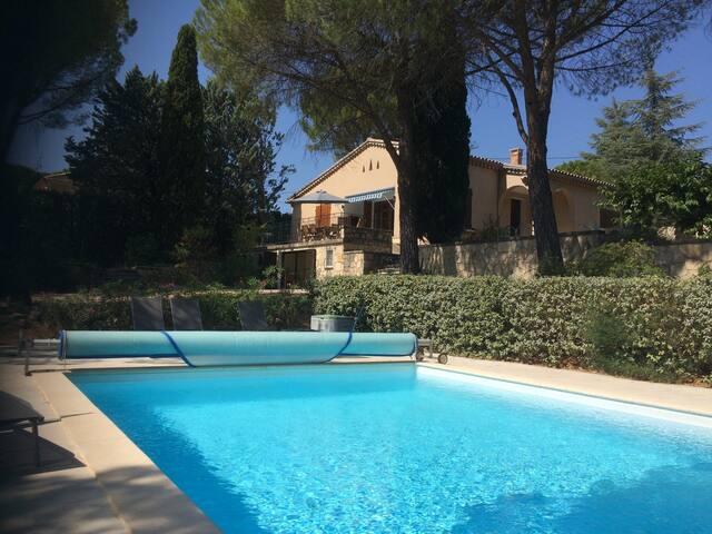 Villa charmante + piscine :  Charming villa + pool - Saint-Saturnin-lès-Apt - บ้าน