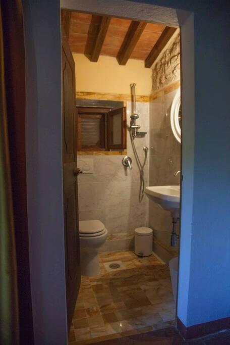 1 little bathroom