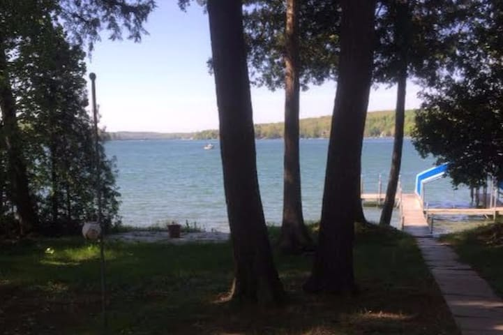 Large Walloon Lake Waterfront Getaway - Petoskey - Rumah