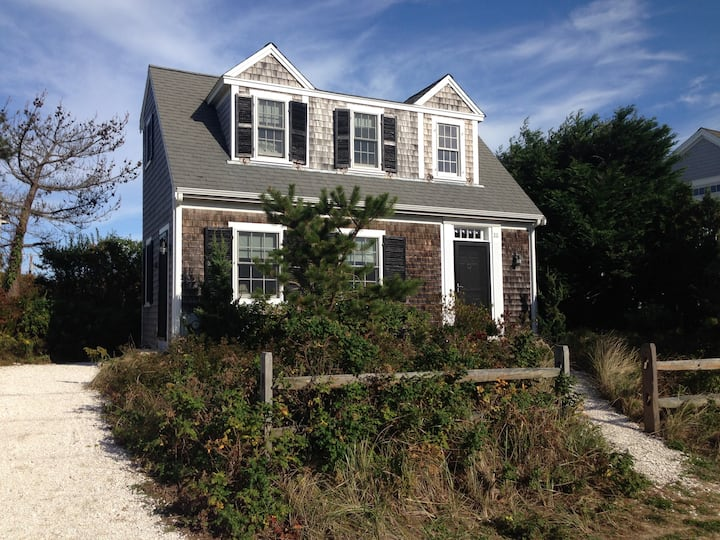 Cape Cod Cottage by the Bay!