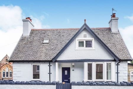 Seacot Cottage in the heart of the Highlands