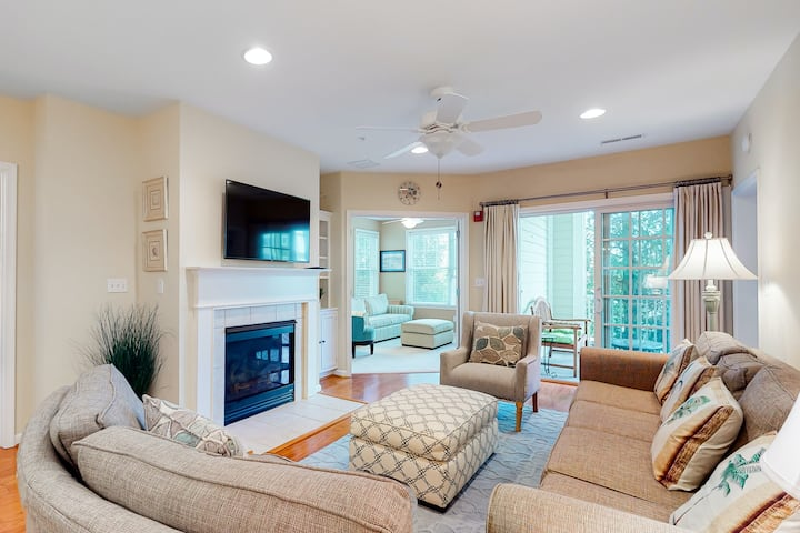 Family-friendly condo near the pool! With shared hot tub, tennis, and more!