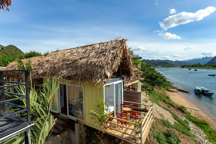 Beautiful Little Leaf homestay overlooking river