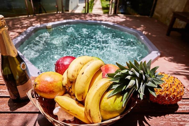 """6 Guests - Beachfront Villa """"La Rosa"""", Maid & WIFI"""