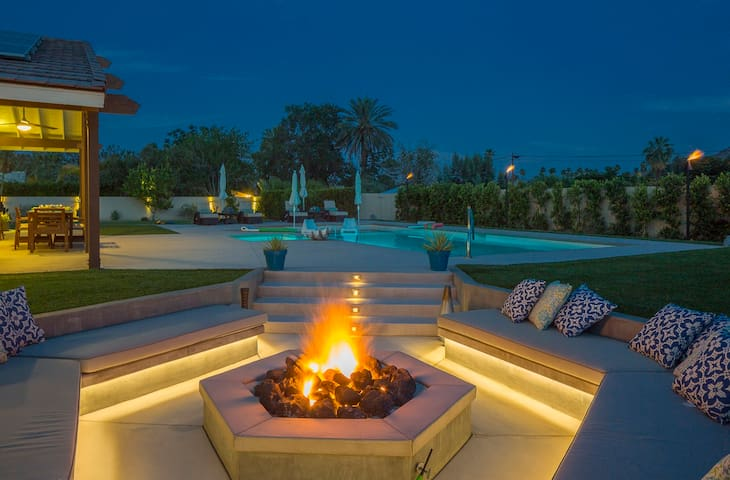 PRIVATE POOL & LARGE YARD-BOCCE BALL-VIEWS-QUIET